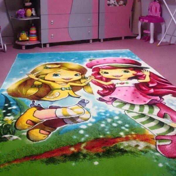 فرش فانتزی اتاق کودک طرح دختر و توت و فرنگی 2