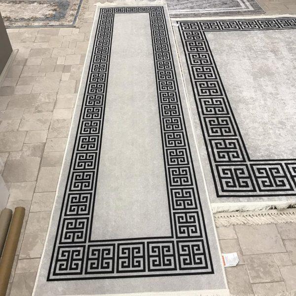 فرش ماشینی کناره سفید کلکسیون ورساچه طرح QB2063 ( سایز دلخواه )
