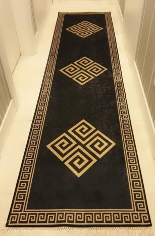فرش ماشینی کناره بیضی مشکی ,طلایی کلکسیون ورساچه طرح QB2061 ( سایز دلخواه )