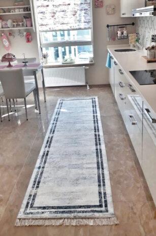 فرش ماشینی کناره سفید,مشکی کلکسیون ورساچه طرح QB2069 ( سایز دلخواه )