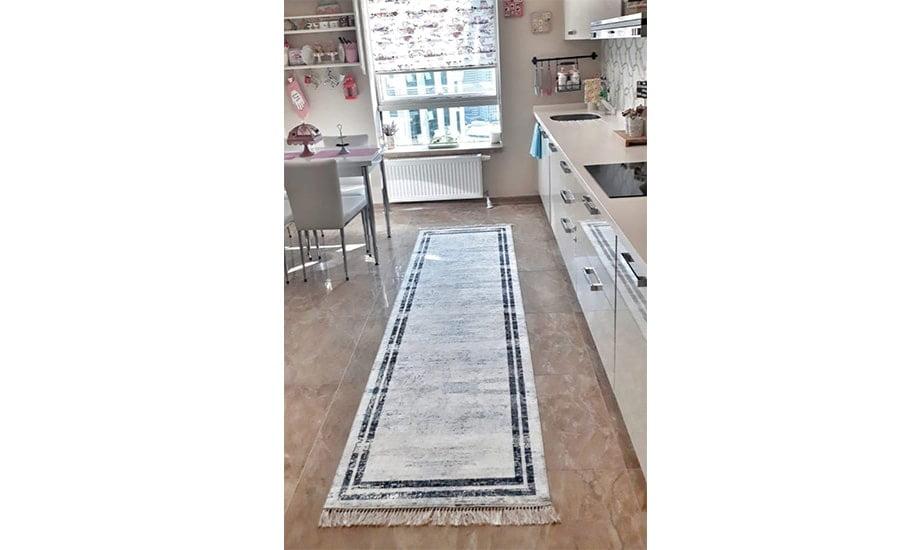 فرش ماشینی کناره سفید مشکی کلکسیون ورساچه طرح QB2069 ( سایز دلخواه )
