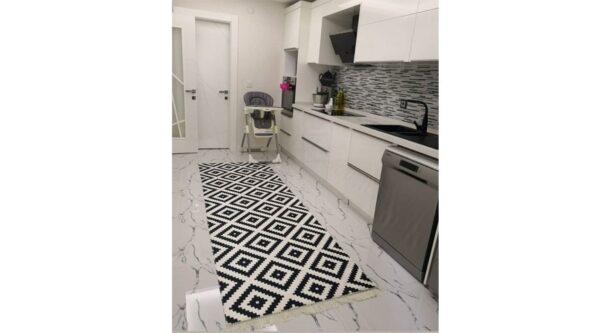 فرش ماشینی کناره مشکی سفید کلکسیون ورساچه طرح QB2074 ( سایز دلخواه )