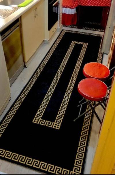 فرش ماشینی کناره مشکی,طلایی کلکسیون ورساچه طرح QB2073 ( سایز دلخواه )