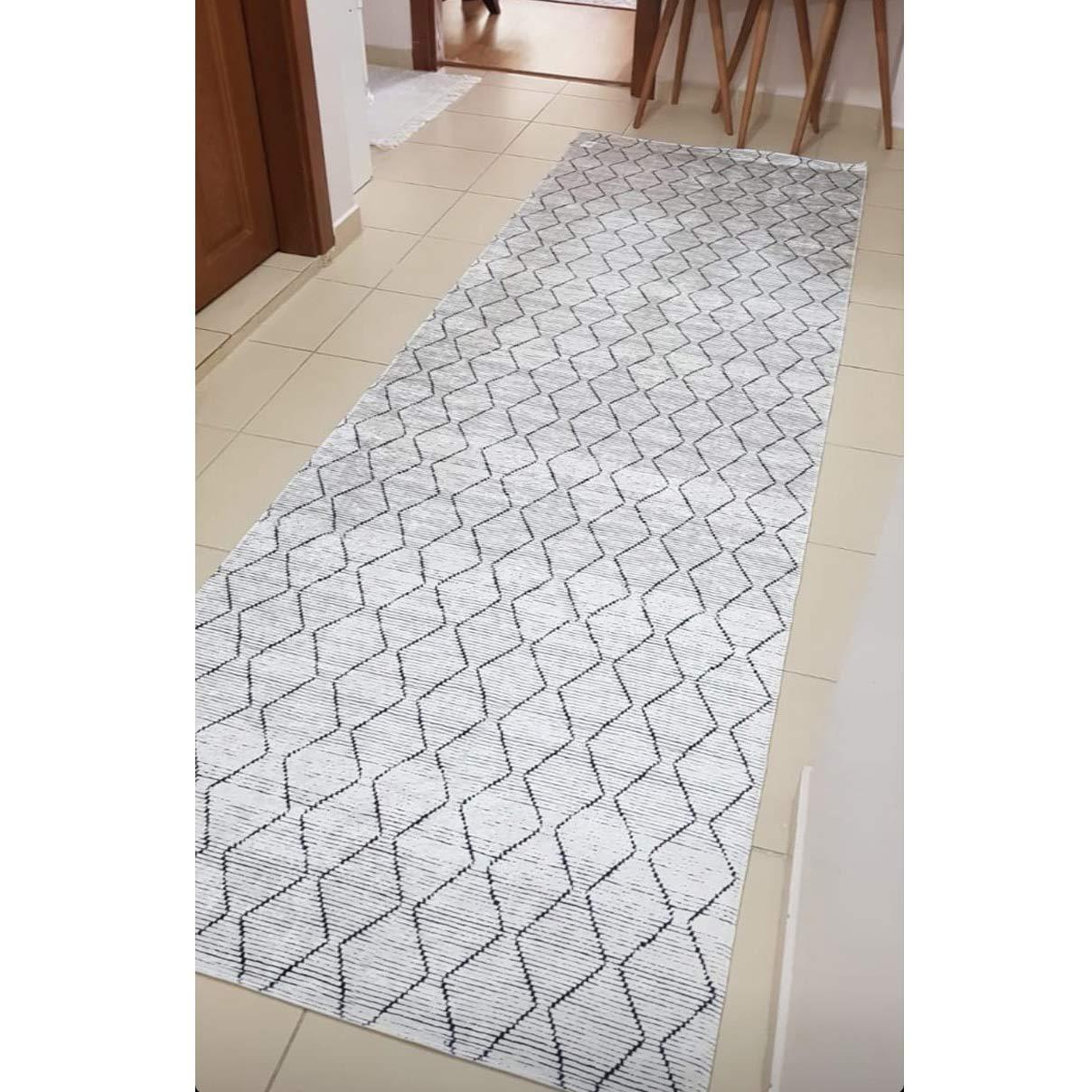 فرش ماشینی کناره سفید مشکی کلکسیون ورساچه طرح QB2070 ( سایز دلخواه )