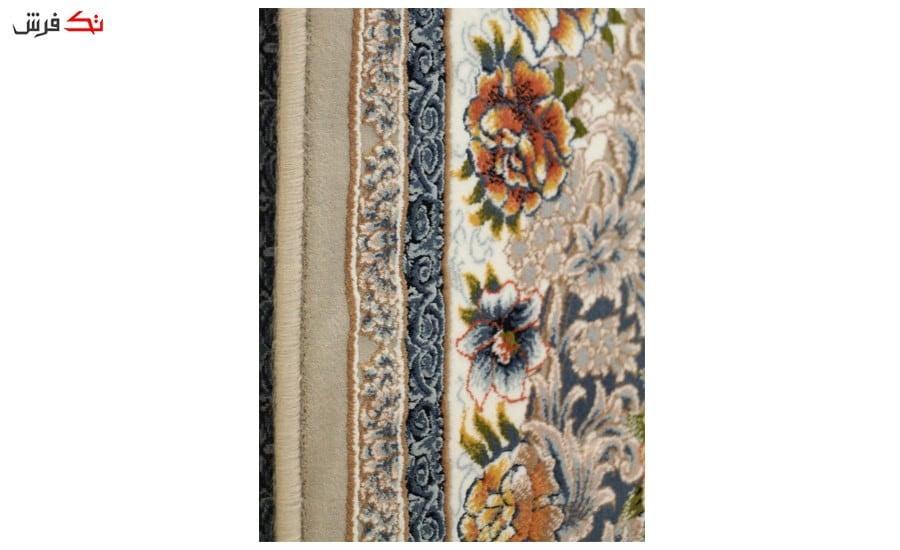 فرش ماشینی ارغوان طرح آرکان زمینه نقره ای گل برجسته