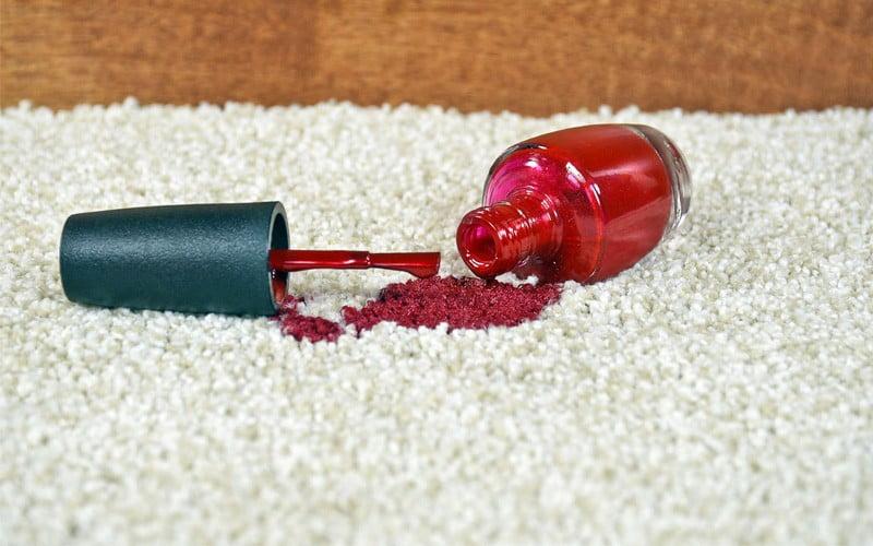 پاک کردن لکه لاک از فرش