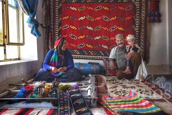 قالی قشقایی زیبایی خانه ی شما را دو برابر می کند.
