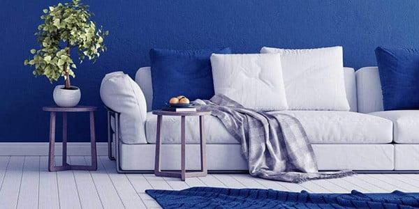 فرش سرمه ای با مبلمان سفید