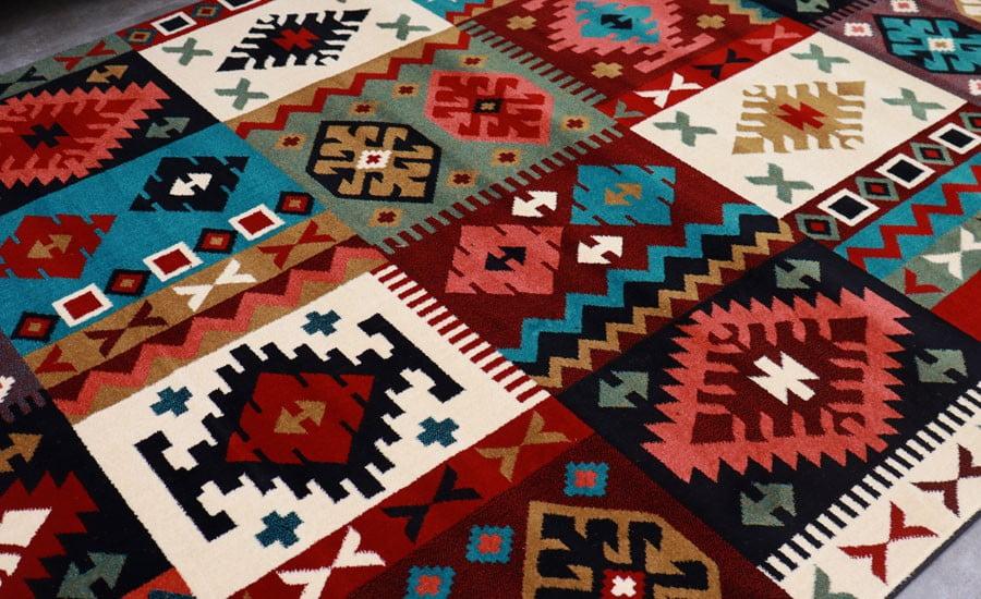 فرش ماشینی سبلان کلکسیون گبه کد 26 زمینه لاکی